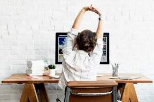 esercizi braccia ufficio