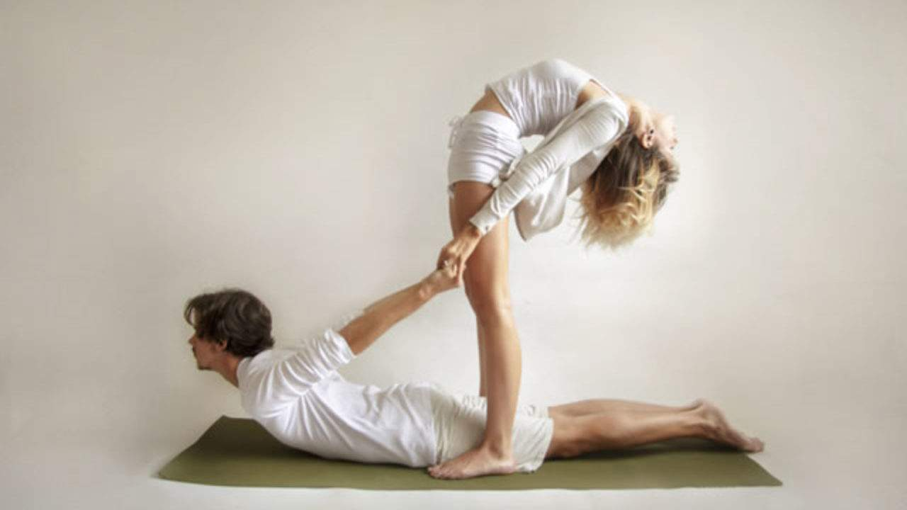 Couple Yoga - OnSport